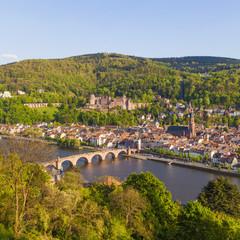 Deutschland, Baden-Württemberg, Heidelberg, Blick auf Altstadt, Alte Brücke, die Kirche des Heiligen Geistes und das Heidelberger Schloss