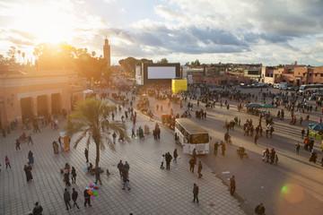 Marokko, Marrakesch, Djemaa el-Fna bei Sonnenuntergang