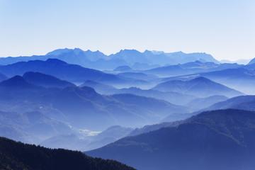 Deutschland, Oberbayern, Bayern, Chiemgauer Alpen, Aschau, Blick von Kampenwand, im Hintergrund Watzmann und Steinernes Meer