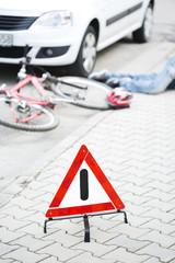 Warndreieck vor Crash-Szene