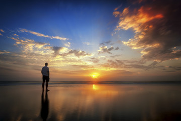USA, Florida, New Smyrna Beach, Mann bei Sonnenaufgang
