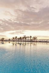 Spanien, Kanarische Inseln, La Palma, leerer Swimmingpool eines Hotels