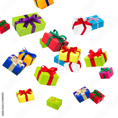 bunte Geschenke vor weißem Hintergrund - 70849159