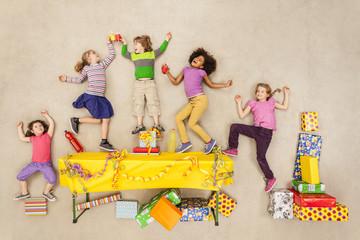 Kinder auf Geburtstagsparty