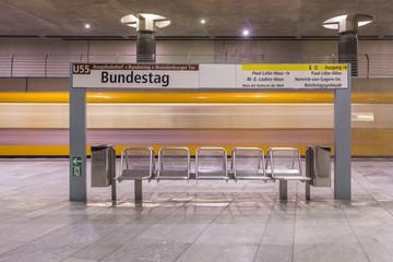 Deutschland, Berlin, moderne Architektur der U-Bahn-Station Bundestag