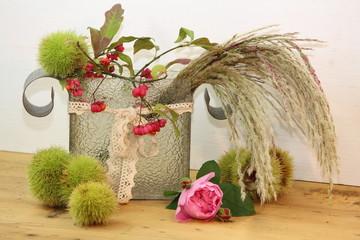 der Herbst zieht ein mit Kastanien, Gräsern & Pfaffenhütchen