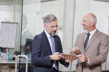 Geschäftsleute in Bürogemeinschaft