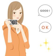 ポジティブパーツ カメラを構える笑顔の女性