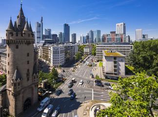 Deutschland, Hessen, Frankfurt am Main, Eschenheimer Turm, Finanzviertel im Hintergrund