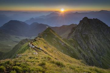Österreich, Tirol, Bezirk Schwaz, Blick vom Kellerjoch bei Sonnenaufgang
