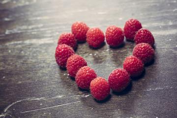 Herz aus Himbeeren