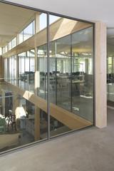 Arbeitsplätze in modernem Büro