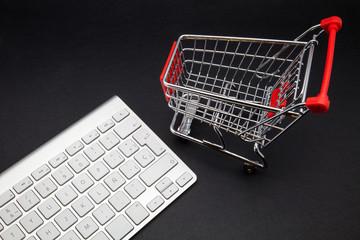 carro supermercado y teclado