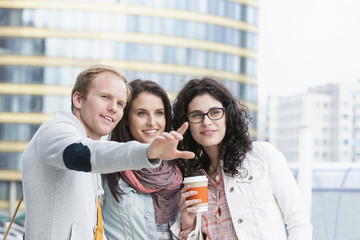 Drei Freunden im Freien