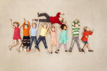 Kinder albern herum
