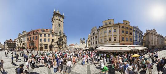 Tschechische Republik, Prag, Massen von Touristen vor der Astronomischen Uhr am Altstädter Rathaus