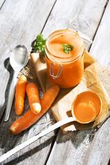 Karotten-Suppe im Einmachglas