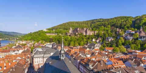 Deutschland, Baden-Württemberg, Heidelberg, Blick von der Kirche des Heiligen Geistes, die Altstadt und das Heidelberger Schloss