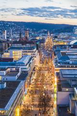 Deutschland, Baden-Württemberg, Stuttgart, Königstraße, der blauen Stunde