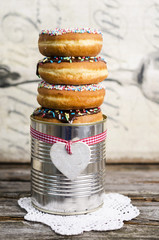 Dose mit Donuts