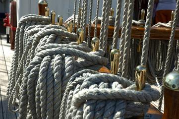 Detalle de la cubierta de un velero
