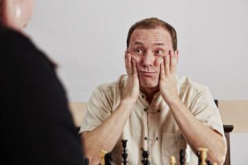 Schach, Mann, fassungslos