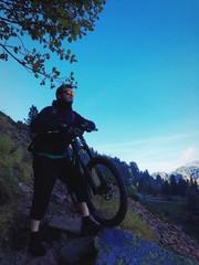 Downhill a Passo Manghen