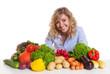 canvas print picture - Frau mit blonden Locken und Gemüse schaut zur Kamera