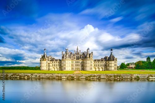 Foto op Plexiglas Kasteel Chateau de Chambord, Unesco medieval french castle and reflectio