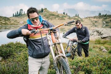 Young man - Lifestyle - Downhill - bike