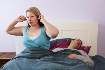 Ehepaar, Bett, Schlafstörung 2