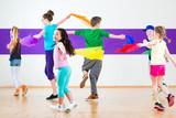 Fototapety Kinder trainieren in Tanzschule