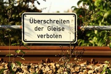 schilder ueberschreiten der gleise/anlage verboten II