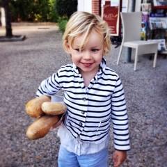 girl fetching bread