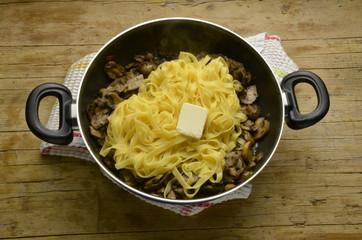 Tagliatelle ai funghi Cucina italiana タリアテッレ Тальятелле