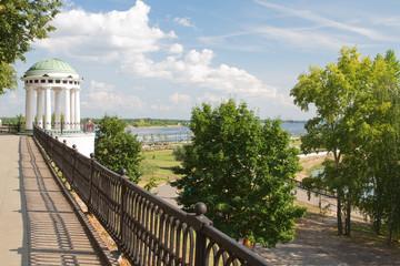 Беседка на Волжской набережной в городе Ярославль