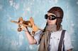 canvas print picture - lachender Junge beim Spielen - Flugzeug