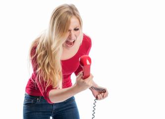 Blonde Frau schreit in ein Telefon