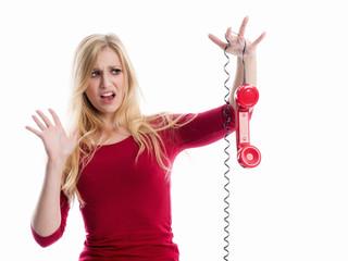 Ängstliche Frau am Telefon
