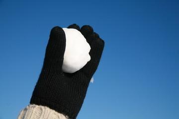 schneeball werfen in hand