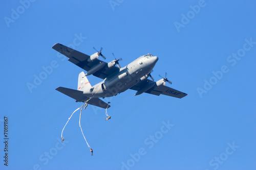 Leinwandbild Motiv Paratrooper dropping