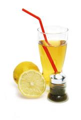 Apfelsaft mit Zitrone und Pfeffer