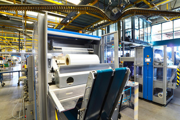 Verpackunsgmaschine in einer Großdruckerei zum Versand