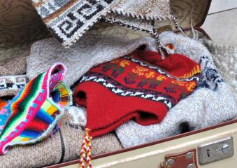 lainages dans valise ouverte