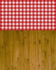 Holzhintergrund mit rot-weißem Karomuster