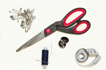 швейные принадлежности ножницы, мерная лента,катушка,булавки
