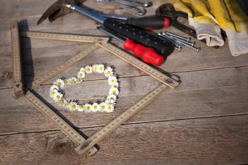Herz aus Kamille mit einem Zollstock