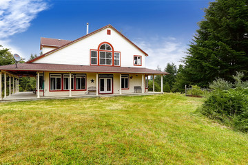 American farm house exterior with red trim