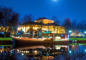 Saarbrücken – Saar mit Theater und Schiff nachts