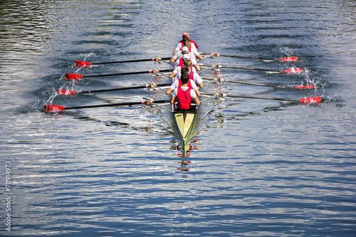 Eight men rowing - 70914973